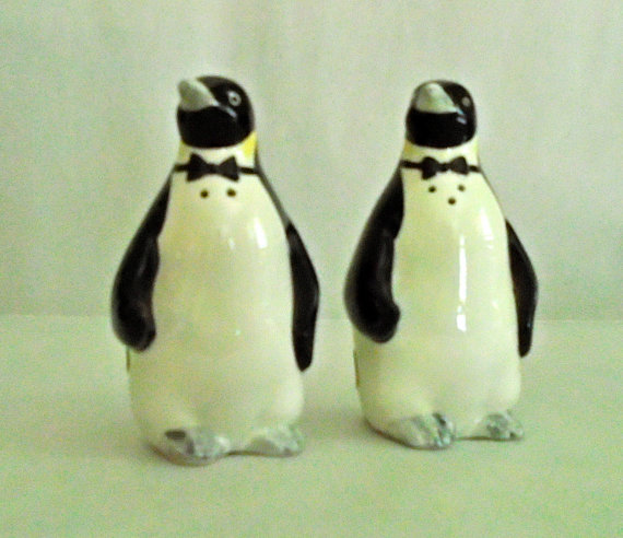 Etsy の Penguins salt and pepper shakers by NannysShakers
