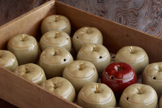 APPLES -red- - CHIN JUKAN POTTERY STORE