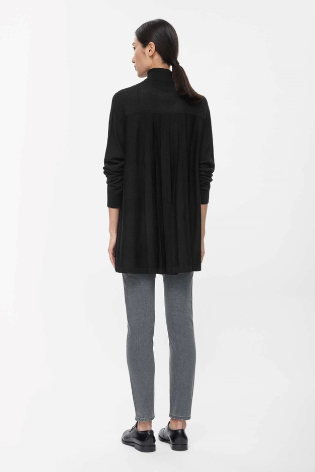 Pleated back roll-neck