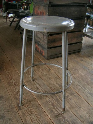 VINTAGE STOOL MADE IN USA - ANTIQUES&FURNITURE AMUSE YOURSELF