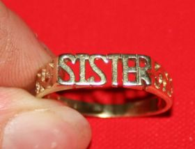 a76 LADIES 9CT GOLD SISTER RING