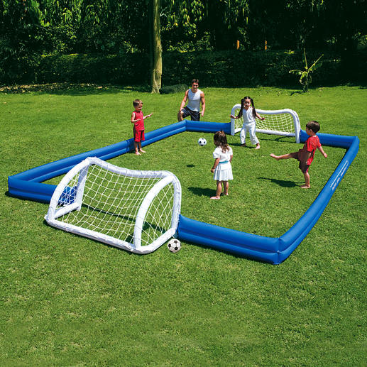 Garden Soccer Field - Playing soccer in the garden is now really fun. - Pro-Idee Concept Store - new ideas from around the world
