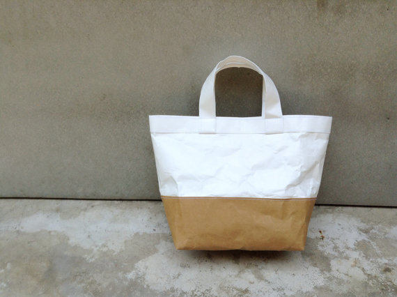 Two tone kraft and tyvek paper lunch bag handles by Belltastudio