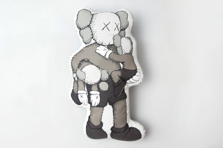 "KAWS ""CLEAN SLATE"" @ Shanghai Times Square & Limited Edition Mini Plush Doll Collection 