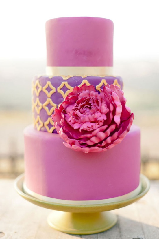 It's too pretty to eat! / pink & purple cake
