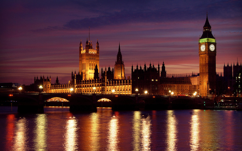 Google 画像検索結果: http://www.woodstone-corp.com/blog/wp-content/uploads/2012/02/london-at-night-HD_wallpapers.jpg
