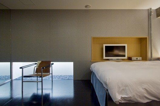 Hotel Nuts / Upsetters Architects | ArchDaily