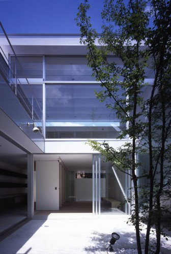 House with Court / K+S Architects | ArchDaily