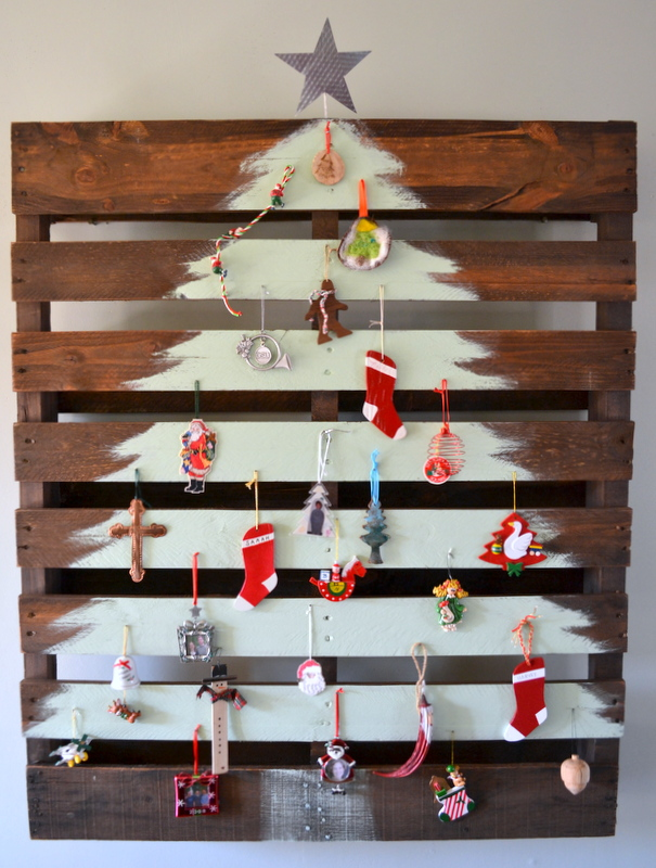 Affirmaison: Our (Pallet) Christmas Tree