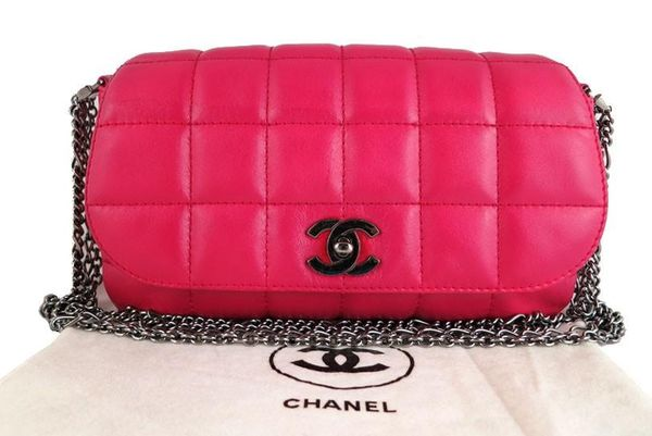 CHANEL / Hot pink Chanel bag