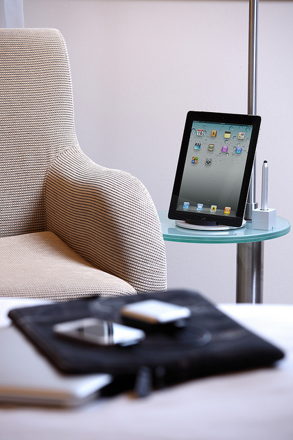 Just Mobile Xtand - Stand for iPhone / iPod touch / MacBook