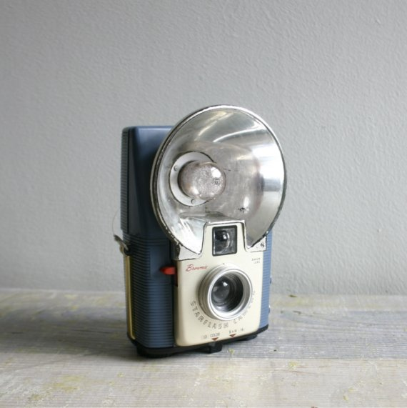 Etsy の Vintage French Blue Brownie Starflash Camera by ethanollie