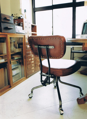 TRUCK|1. DESKWORK CHAIR