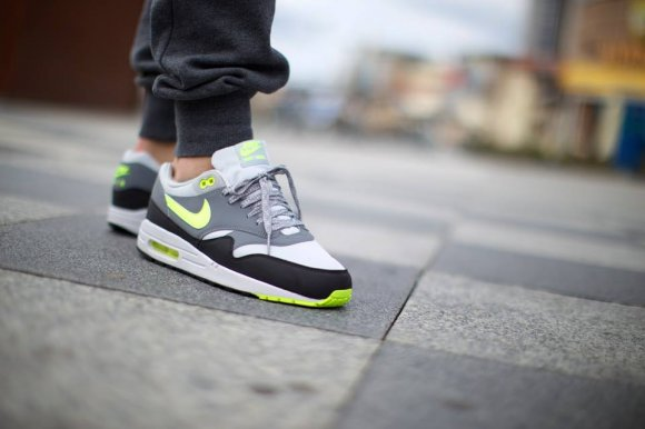 check out 66def c3864 nike Nike Air Max 1 Essential Dusty GreyVolt