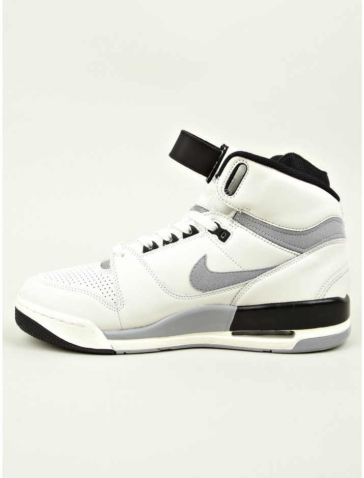 Nike Men's Nike Air Revolution VNTG QS Sneakers | oki-ni