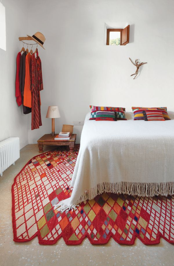 home / Beautiful jolts of color in a white room, and check out that rug!