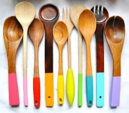 Dip Dye Wooden Cooking Utensils for a fun fresh look | Get crafty