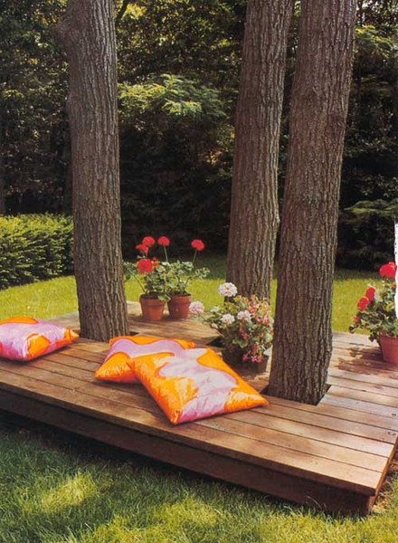 I love this idea of a shade tree-based deck.
