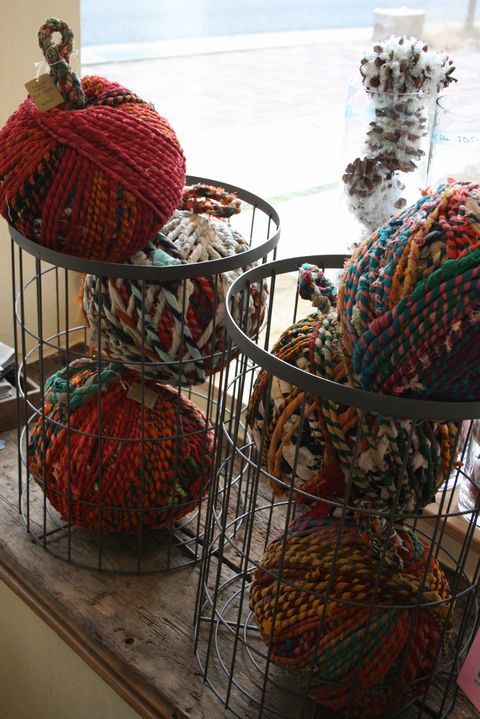 """""""PUEBCO"""" SCRAPPED YARN DOOR STOPPER """"r (アール)"""" all the life time"""