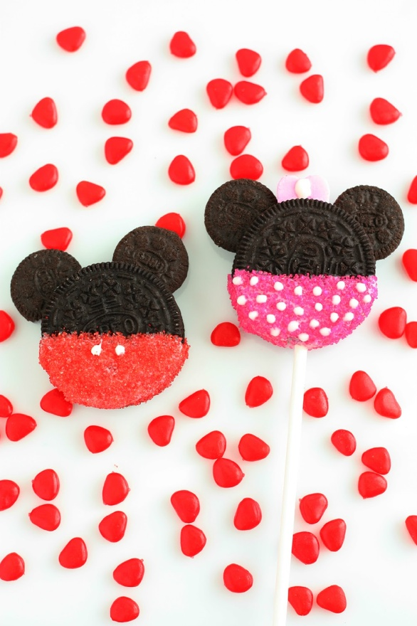 biscuit and cookie / Cooking Classy: Minnie and Mickey Mouse Oreo Cookie Pops Perfect for Savannah's 1st bday party!!
