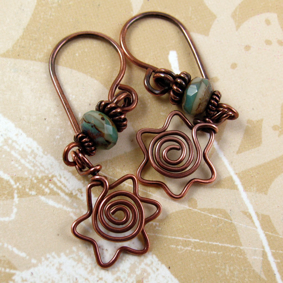 DAVIDKA Star Of David Copper Wire Earrings With Spiral Centers And Teal Green Blue Picasso Czech Gla on Luulla