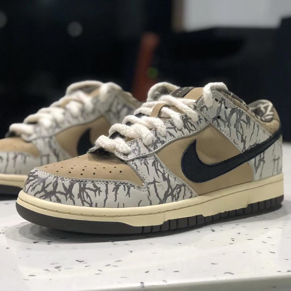 SOLE DEBRIEFはInstagramを利用しています:「CONFIRMED: Travis Scott SB FAKE sample floating around.. Once again, the ONLY known pair belongs to Travis.」