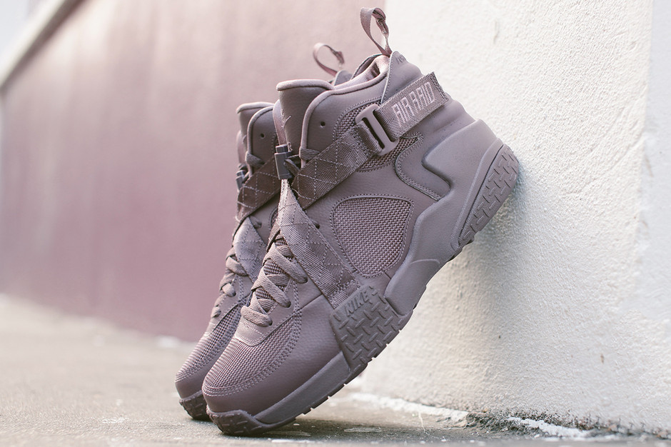 A Further Look at the Pigalle x Nike Air Raid | Hypebeast