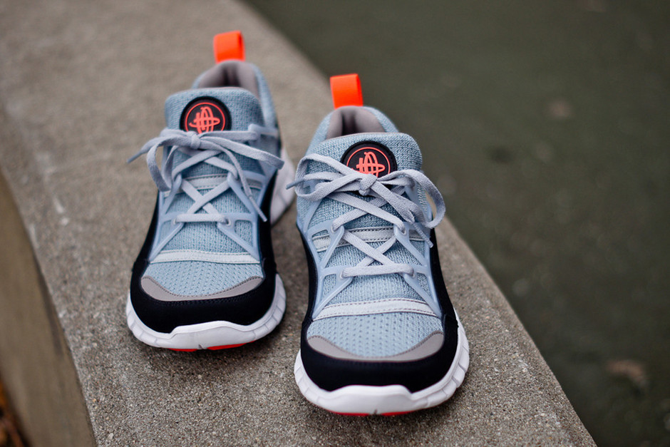 VanguardRed Magazine Nike Free Huarache Light