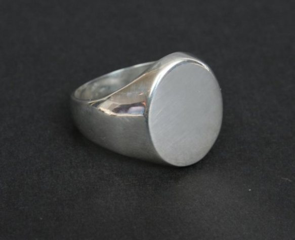OVAL SIGNET RING | foreverydaypeople