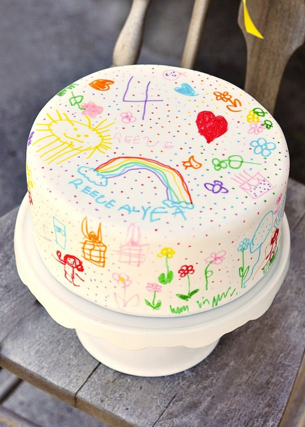 Party time / Doodle Cake. What a great idea! Use white fondant to cover your cake and use food markers to let your child decorate their cake. Imagine doing this every year and seeing (in pictures) how your child develops...so fun!