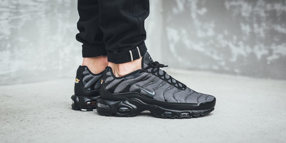 Nike Sportswear Wmns Air Max Plus Black/Dark Grey - Recherche Google