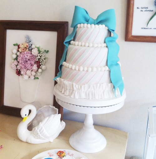 Food / Adorable Ribbon Cake by Thumb and Cakes!   We Heart It