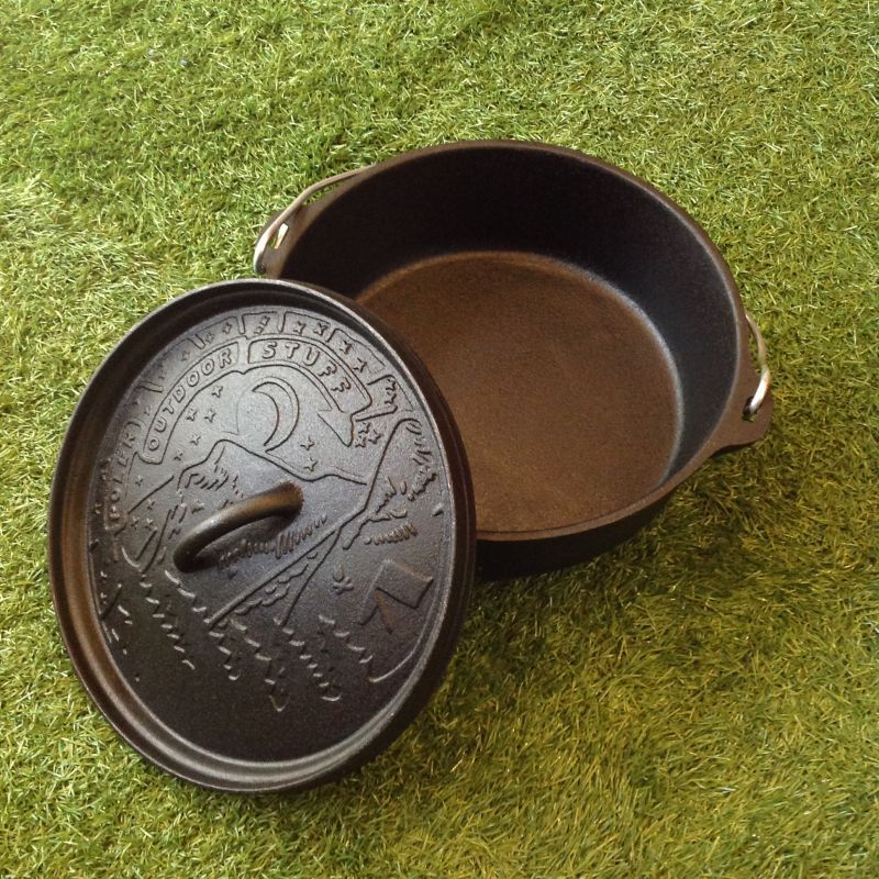 POLeR: CAST IRON DUTCH OVEN WITH LID