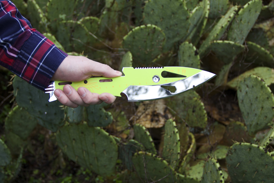 Kniper Throwing Knife Multi-Tool | Uncrate