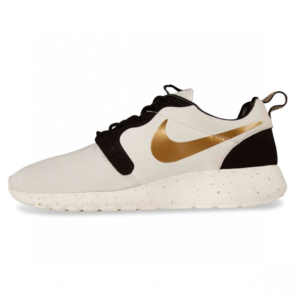 Nike ROSHE RUN HYPERFUSE, Ivory/Metallic Gold - Free delivery, Hype DC
