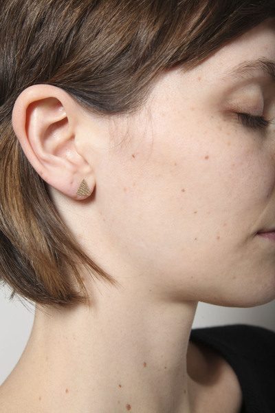 TOTOKAELO - Lila Rice - Triangle Studs - Goldfill