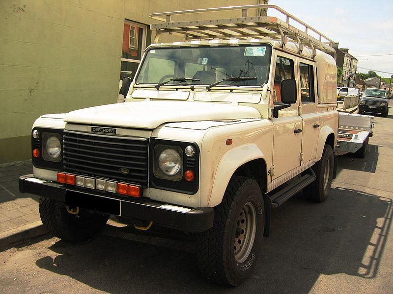 File:Land Rover Defender 110 Td5 Crew Cab Pickup.jpg - Wikimedia Commons