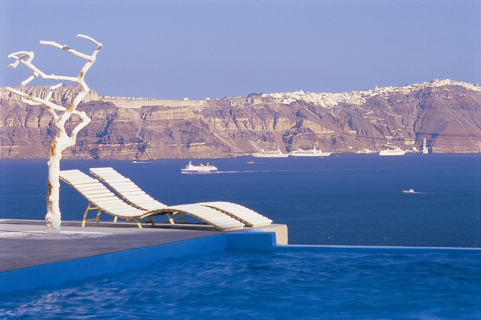 Google Image Result for http://designyoutrust.com/wp-content/uploads/2012/02/Astarte-Suites-Hotel-Infinity-pool-Santorini-Greece1.jpg