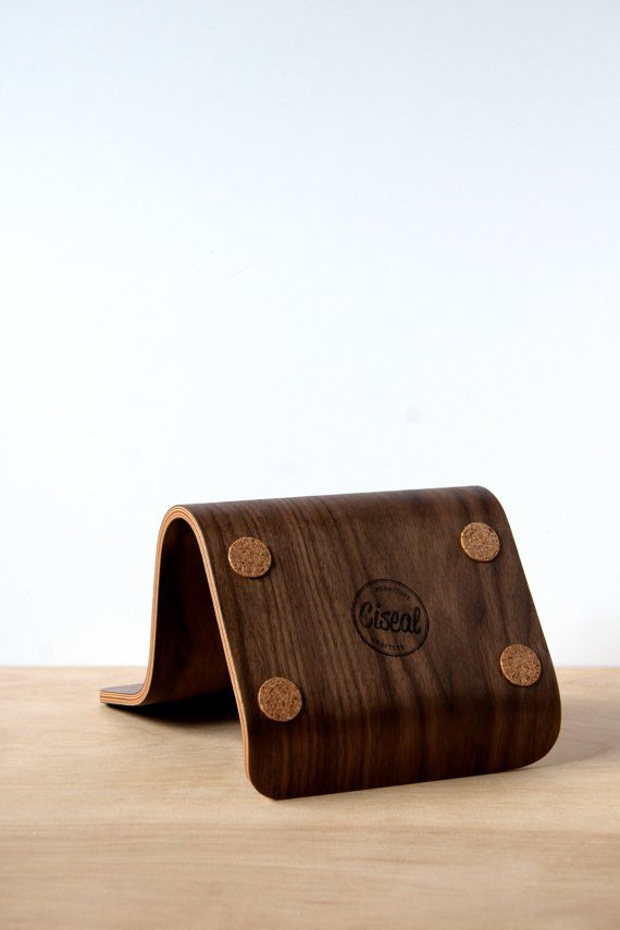 Plywood Tablet Stand | The Gadget Flow