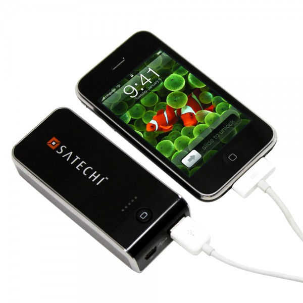 Satechi iCel 5200 mAh (2 amp) Battery Extender Pack and Charger for iPhone 4, 3G & 3Gs, iPod, Flip & Vado HD Camcorders