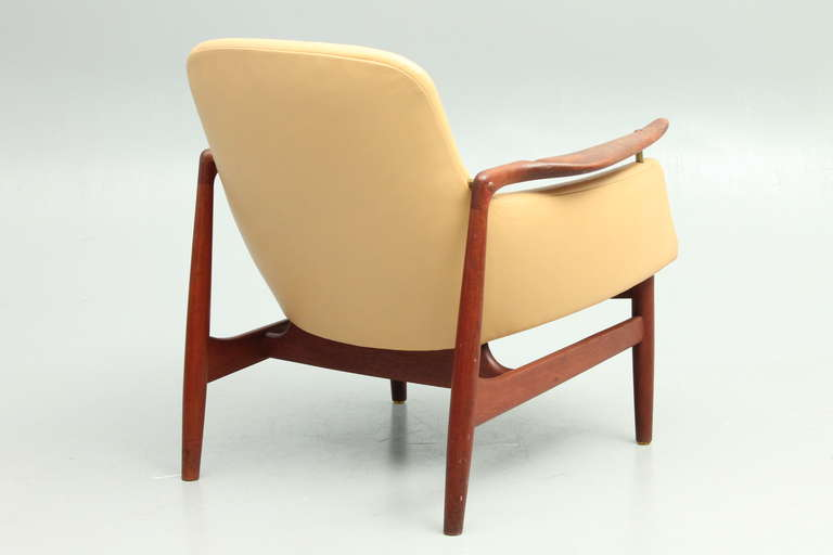 20th Century Scandinavian Design NV53 Lounger in Teak and New Leather at
