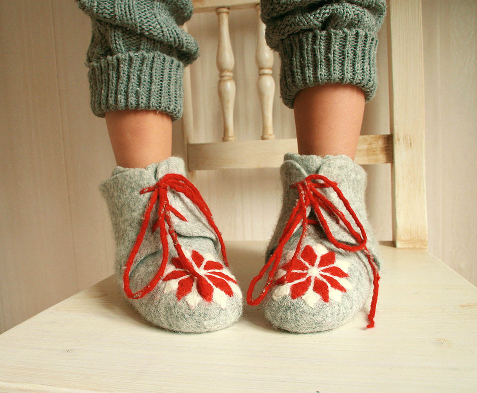 Handmade felted Organic Eco Kids shoes Grey red by FeltStream