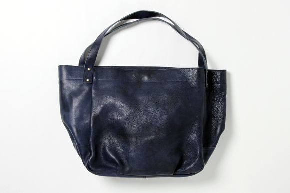 http://www.houyhnhnm.jp/fashion/news/images/Pull%20Up%20Leather%20Tote%20Bag.jpg