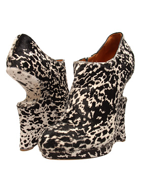Google Image Result for http://retro.obsessedwithshoes.com/image.axd%3Fpicture%3D2009%252F1%252F93961_2.jpg