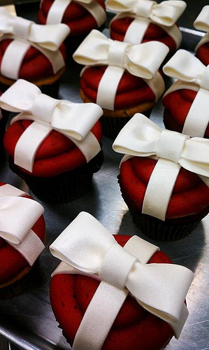 Cupcakes Take The Cake: Red velvet cupcakes with bows and dipped gingerbread cookie cupcakes