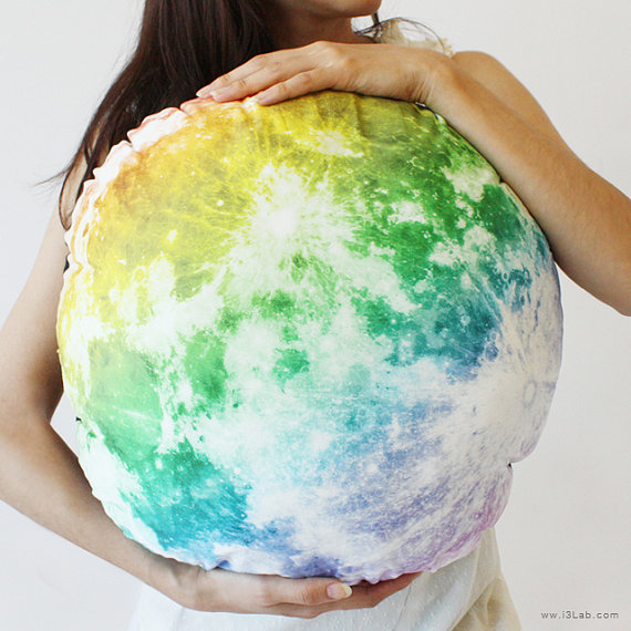 The Full Moon hug cushion NOCTURN BY MOON rainbow full by i3Lab