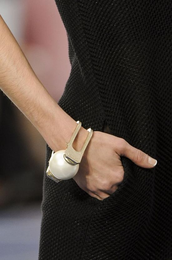 Handcuff Therapy: Chanel S/S 2013 PFW = I love the whole line of gia… - SparkRebel