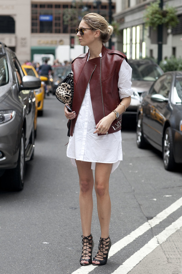 She-toughened-up-white-shirt-dress-burgundy-leather-hot-heels.jpg 1365×2048 ピクセル