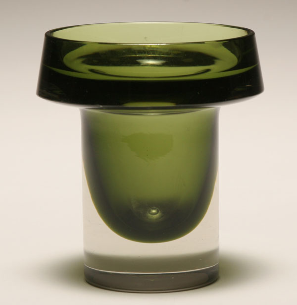 Kaj Franck for Nuutajarvi Notsjo, green glass sommerso vase, c.1960. | Antique Helper