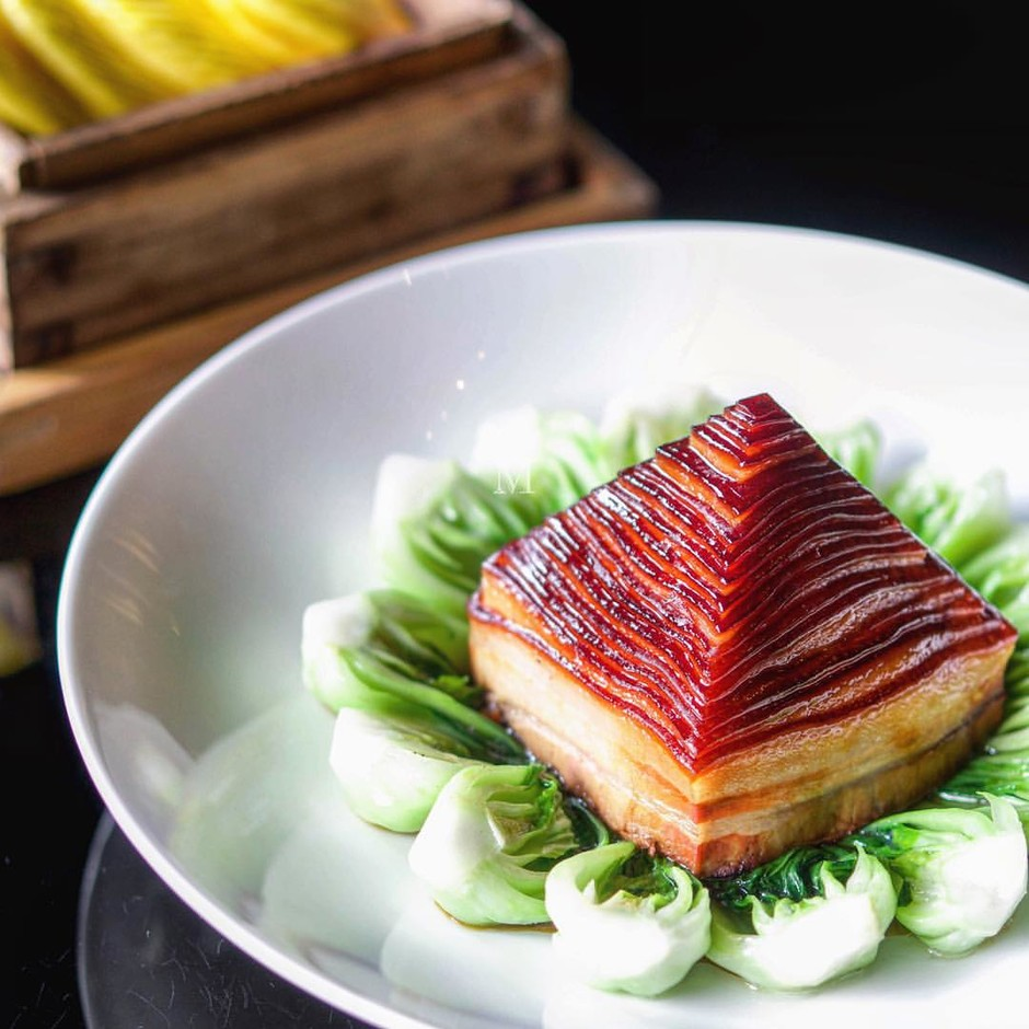 "Ms.Neverfull on Instagram: ""金牌扣肉 Pyramid braised pork belly, bamboo shoots, soy sauce, bok choy, served with pumpkin buns // one of the most signature dishes in Hangzhou area, while very few restaurants make impressive ones as chef's knife work is really important. Moist but not rot, fat but neither greasy, very balanced and palateful with the buns. - Jin Sha 金沙厅 @ Four Seasons Hangzhou #MissNeverfull_Hangzhou #MissNeverfull_China"""